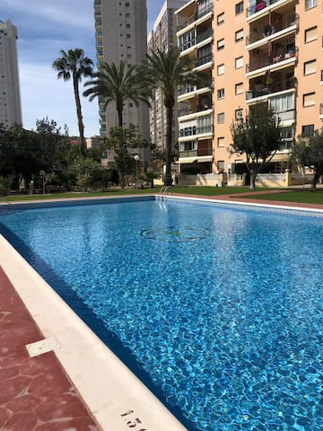 Estudio con parking y piscina a 300 metros playa