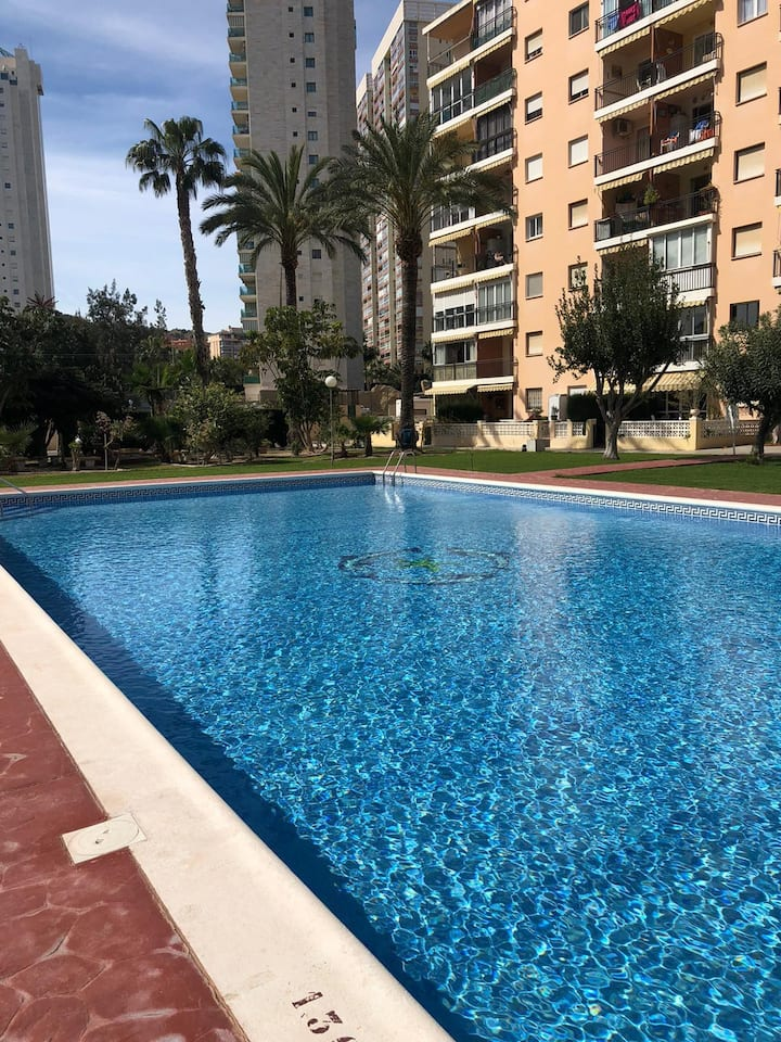 Estudio con parking y piscina a 300 metros playa