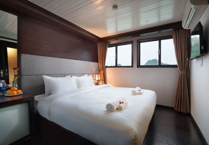 All-inclusive Halong 3-star cruise - tp. Hạ Long - Barco
