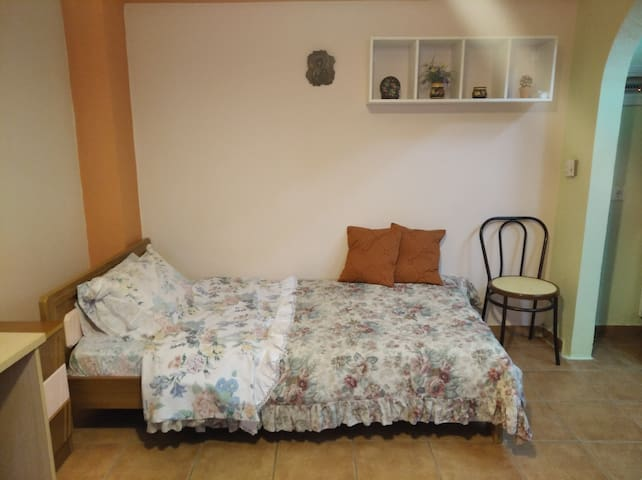 STELLINAS' GUESTHOUSE