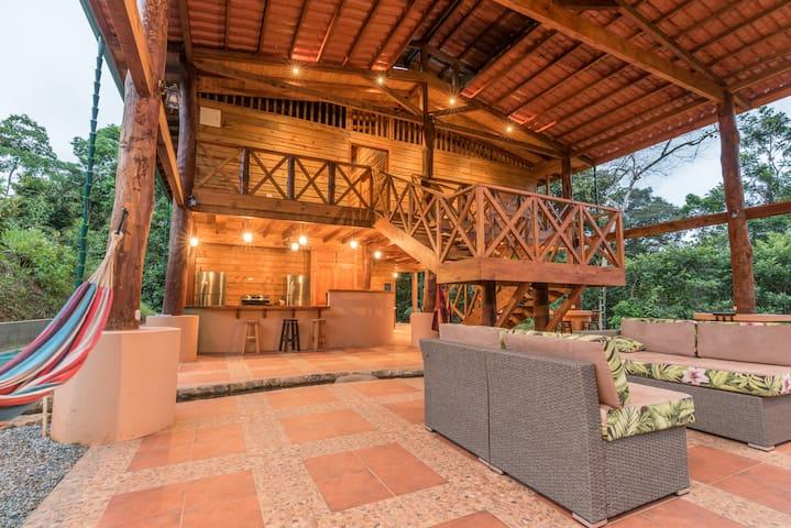 Casa Corazon del Rio (10 beds, sleeps 14)