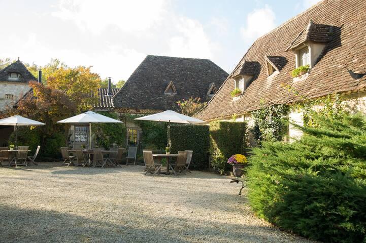 Domaine du Merlot Périgord  Chamb Hôtes  Ballade