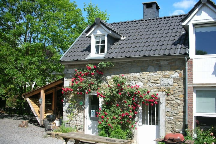 Splendid Cottage in Ferrières with Terrace, Garden, BBQ