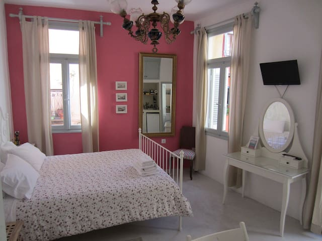 Simple and Cozy room in Old Town! - Chania