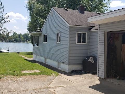 Waterfront Cottage on Beautiful Long Lake