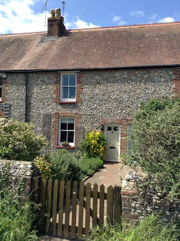 Character cottage near Chichester - Barnham - Hus