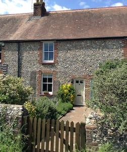 Character cottage near Chichester - Barnham - Casa