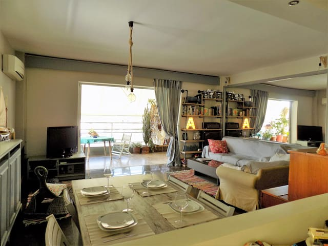 Sunny apt with sea view at Voula
