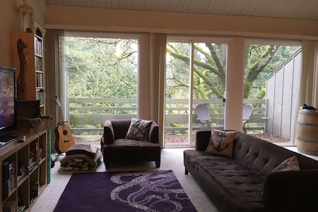 Private loft & bath w/ a view in LO - Lake Oswego