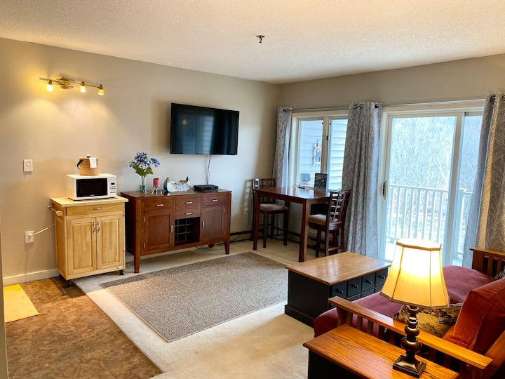1 BR Condo w/Gorgeous Views of Loon Mtn South Peak