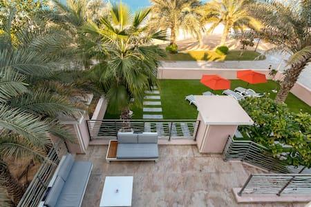 6 Bedroom Villa with PRIVATE BEACH & PRIVATE POOL