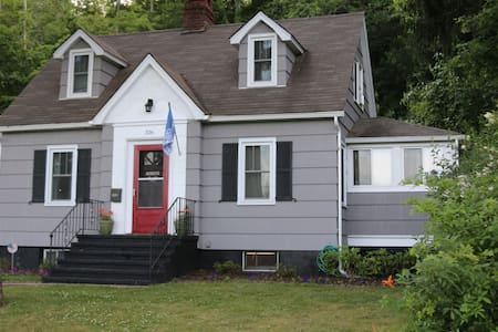 Charming Cape Cod - Walk to West Point - Highland Falls - House