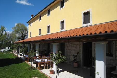 Romantic room 3 in lovely Villa - Ripenda Kras - Bed & Breakfast