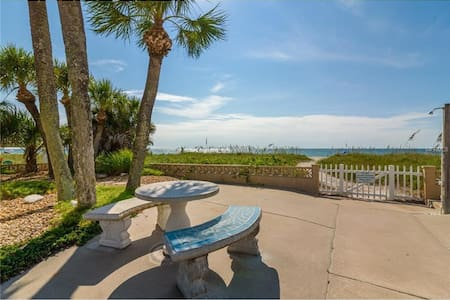 Beachfront Condo with direct gulf view - Unit # 7 - Nokomis