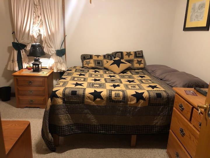 Michelle's Economical Comfy Room