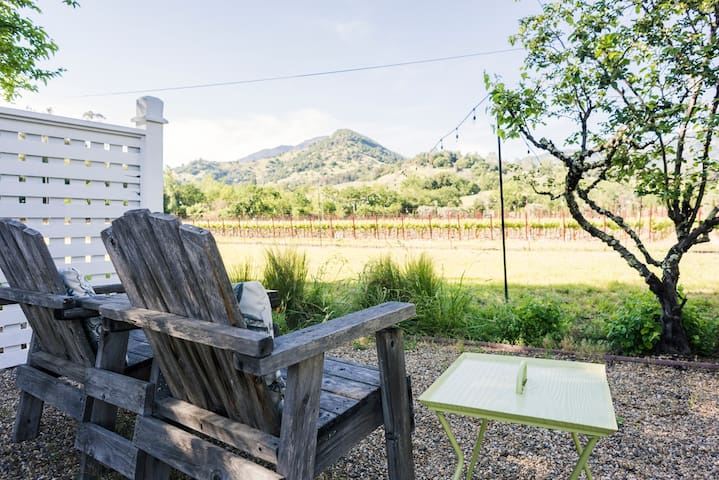 NEW-Romantic Cottage Vineyard Views
