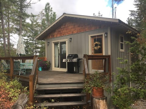 Private cottage close to beaches and wineries