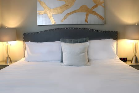 Elegant Two Bedroom Suite - NO SERVICE FEES!