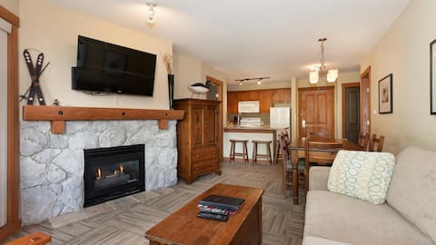 Lovely 2 Bedroom Lost Lake Lodge Condo Set in the Pines