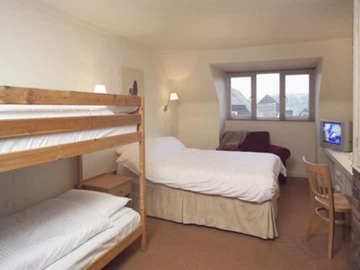 The Lodge at Winchelsea, family en-suite