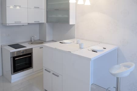 Stay @ Adorable White Studio - Skopje - Apartment