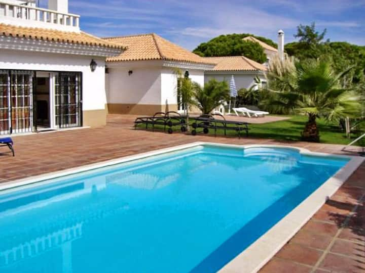 House with one bedroom in Huelva, Nuevo Portil, with shared pool, enclosed garden and WiFi - 500 m from the beach