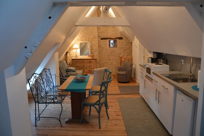 Agréable pièce à vivre avec coin cuisine