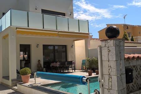 Chambre, avec patio proche de la mer, calme - Empuriabrava