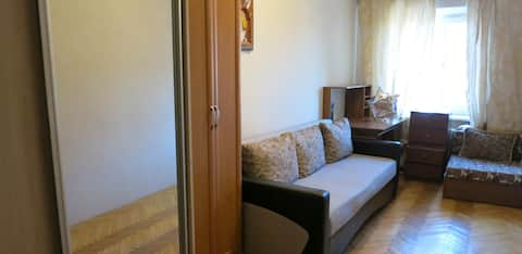 Room with a great location, 4 min metro