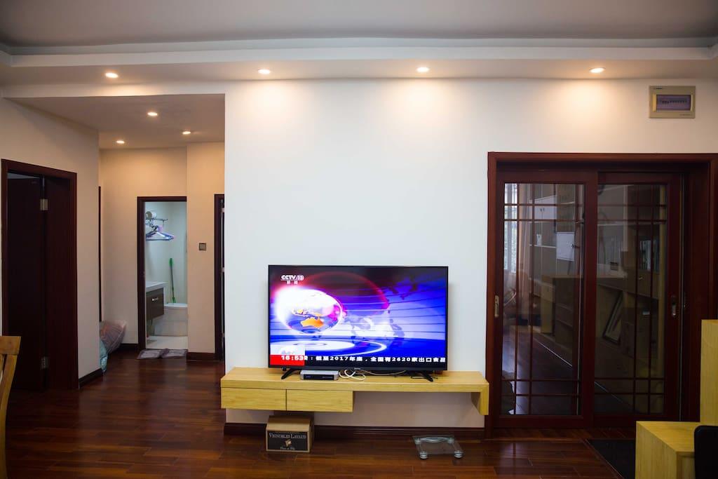客厅60寸大电视