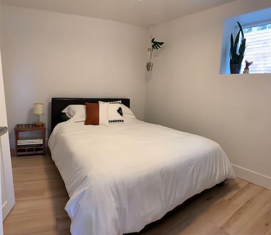 Second bedroom, Queen Bed