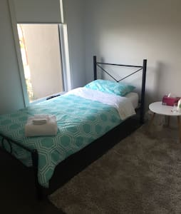 Female household in Craigieburn, Mel. Meals - Melbourne