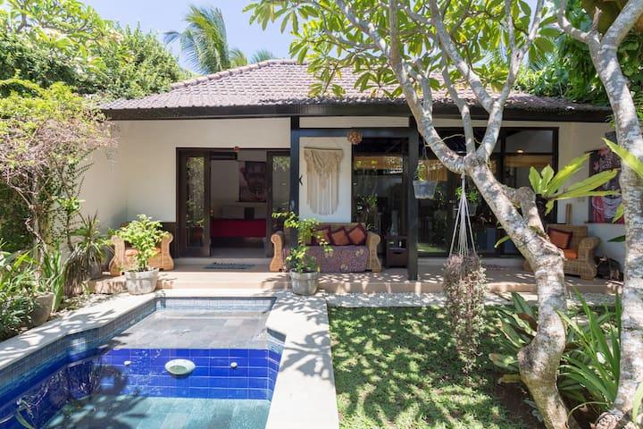 Cute private 1 bedroom villa with private pool.