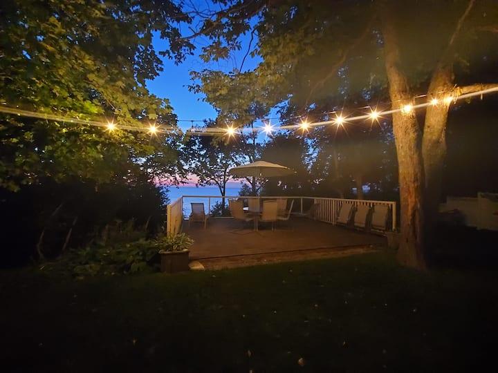 Cozy, Modern Lakefront Get-away in Quiet Community