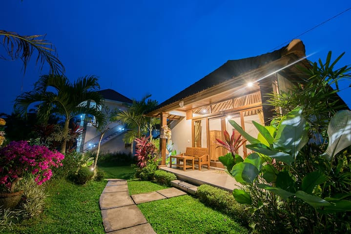 Cozy Bungalow at SARI BUNGALOW Ubud