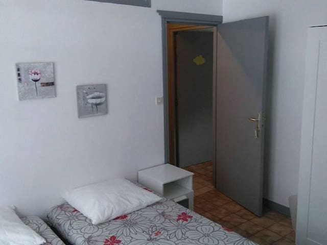 Family room-Shared Bathroom-Standard-Garden View-Chambre de 4 personnes