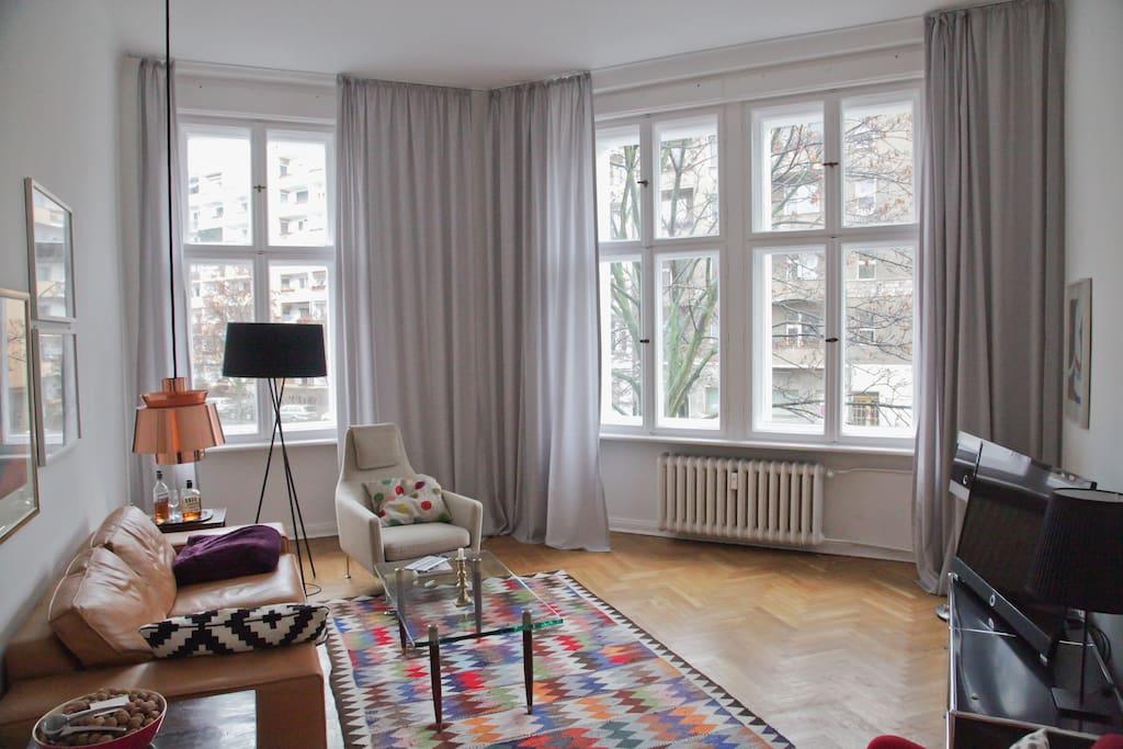 helles, gemütliches Wohnzimmer zum Entspannen