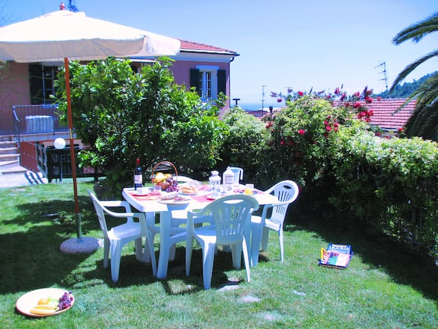 La Ginestra: Terrace and Garden, Little Sea View