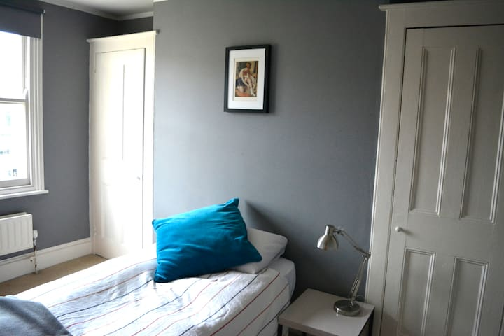 Lovely bright room in Victorian House - London - Haus