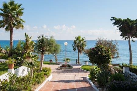 Direct to beach - first line - Sitio de Calahonda
