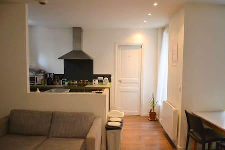 Chambre cozy à 2 pas du métro Mairie des Lilas - Les Lilas - Apartament
