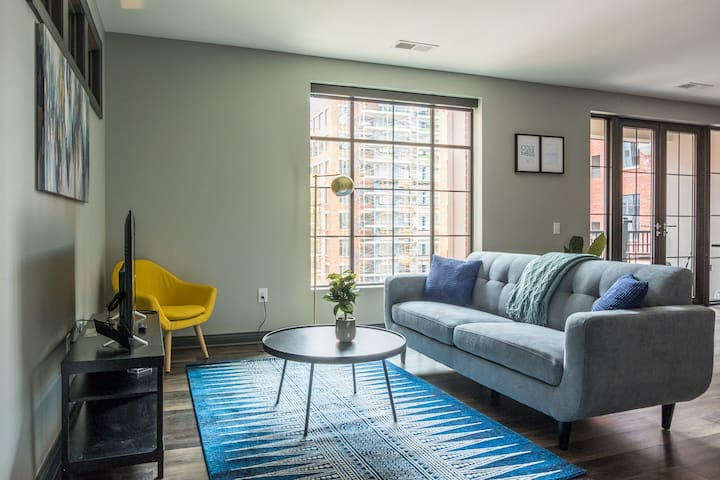Downtown Perfection | 2br w/ Balcony Near Dining