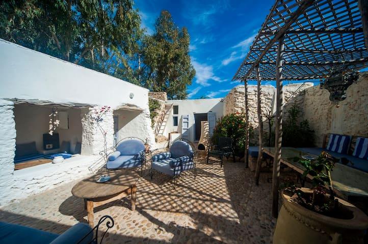 White Kasbah - Chambre double dans maison berbère.