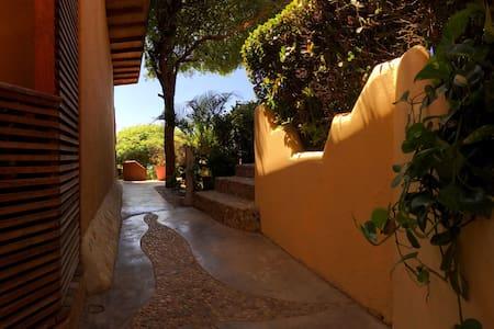 Beautiful & unique casita with view - Puerto Escondido - Kunyhó