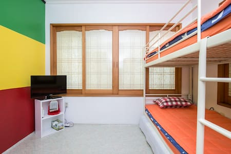 CAPTAINJEJU GUESTHOUSE - Jochon-eup, Jeju-si - Bed & Breakfast