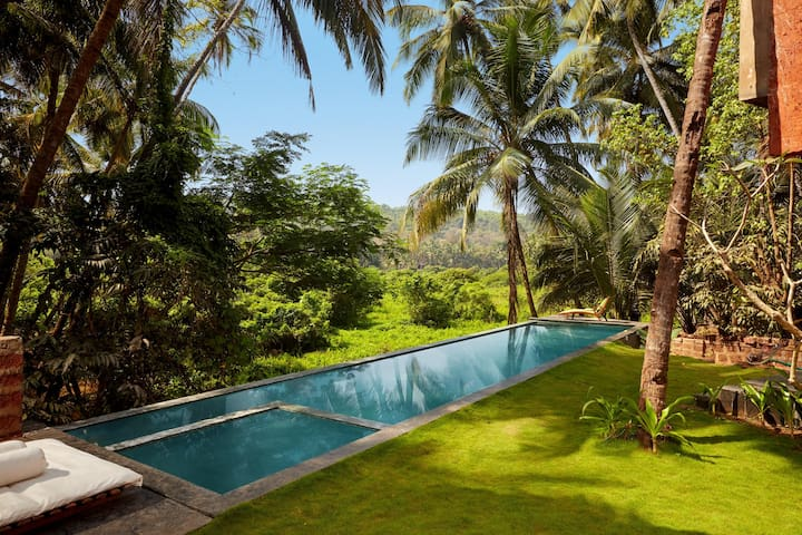 The Acacia - Luxury Infinity Pool,5 BED @North Goa