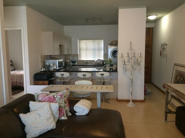 The Falls, TygerValleyWaterfront - Cape Town - Apartment