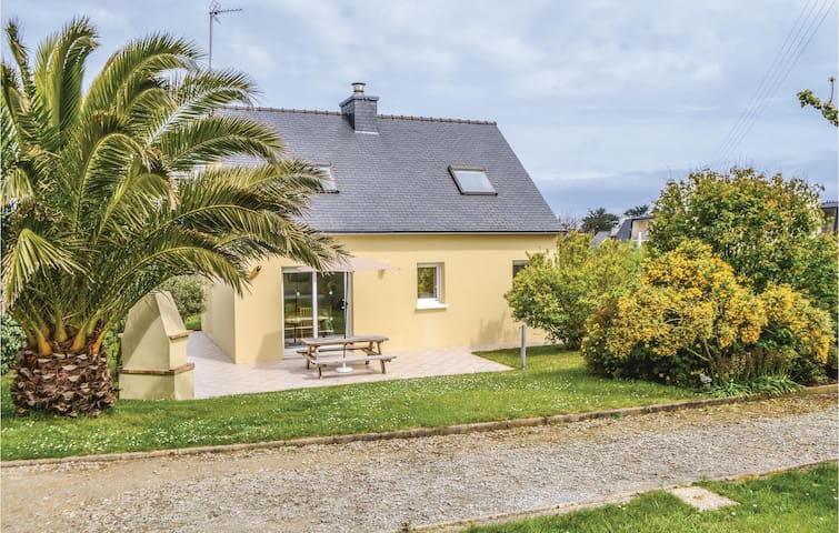 Holiday cottage with 3 bedrooms on 90m² in Plouguerneau