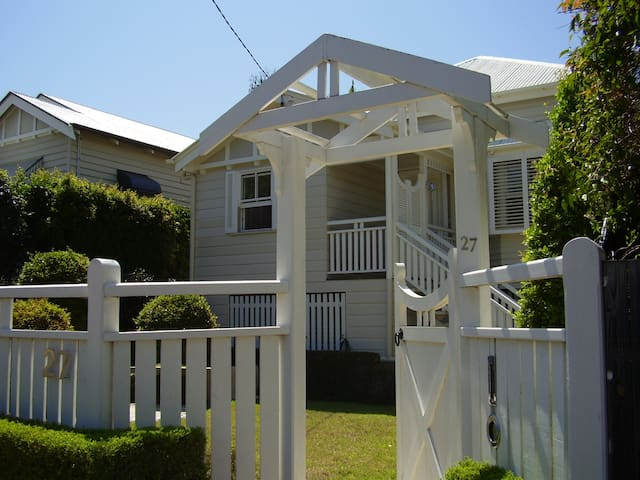 2BEDROOM HOUSE 5kmA'port WIFI - Clayfield - Casa