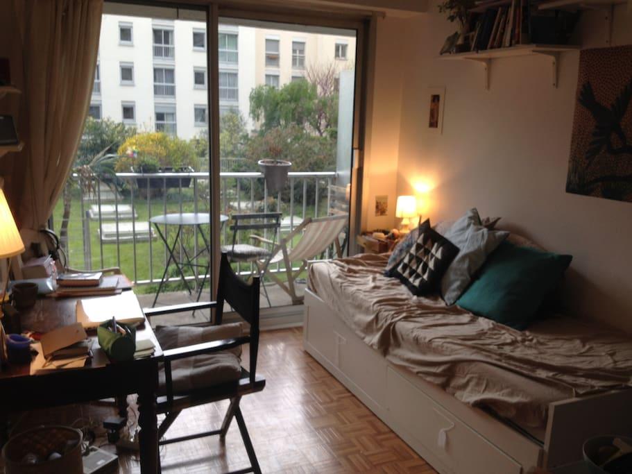Studio avec balcon sur jardin calme appartements louer for Jardin balcon appartement